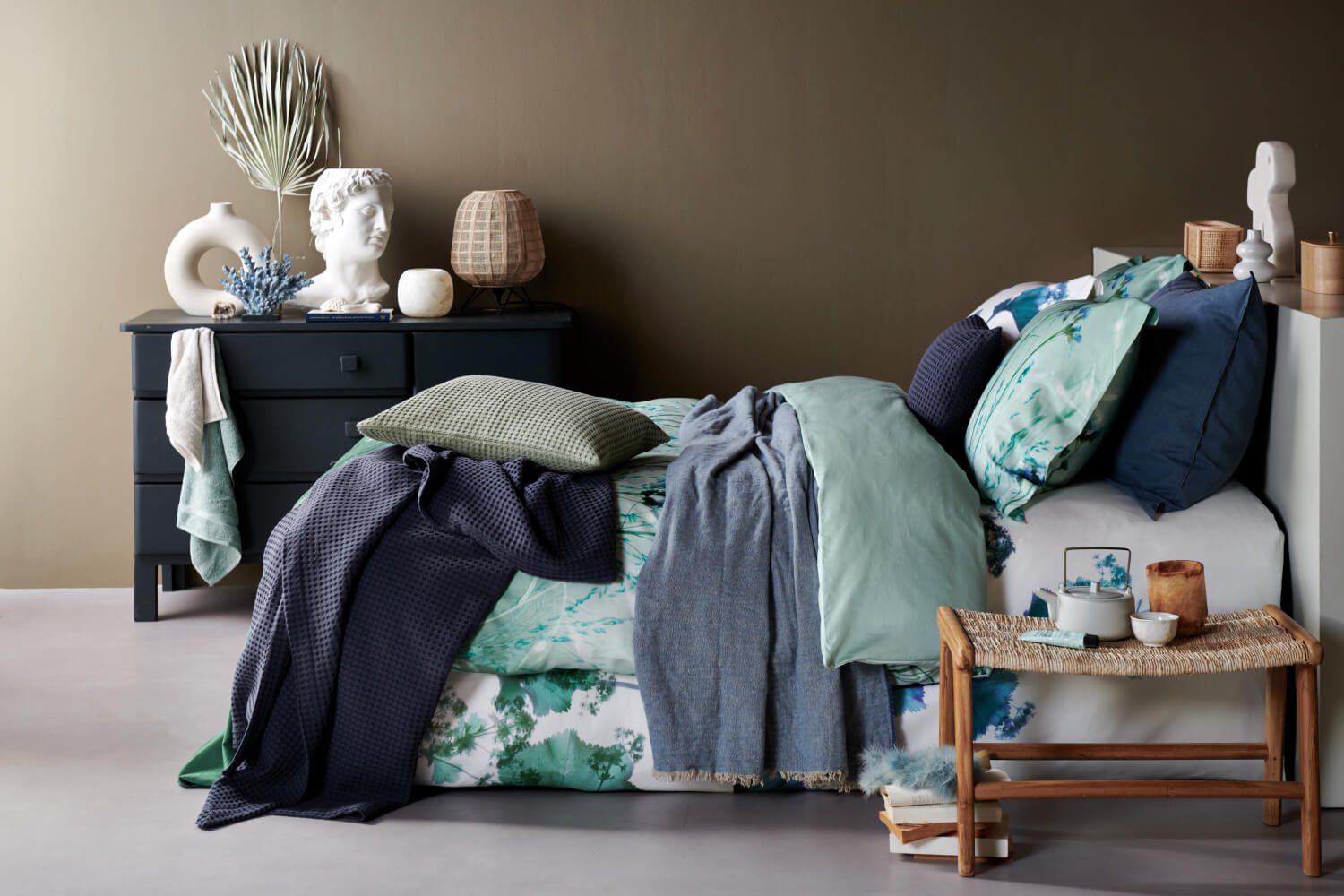 Winter Berries multi, Blue Shades in storm blue, Home81 in storm blue, Home Pique in night blue en earth green